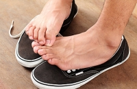 What Causes Flat Feet